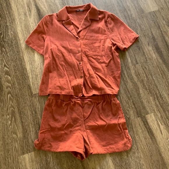 Rust orange set.